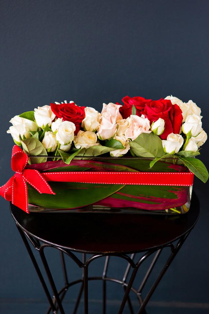 valentines-day-rose-presentation